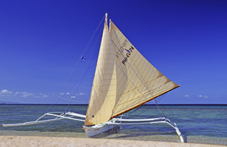 island-hopping-beach-tour-sailing